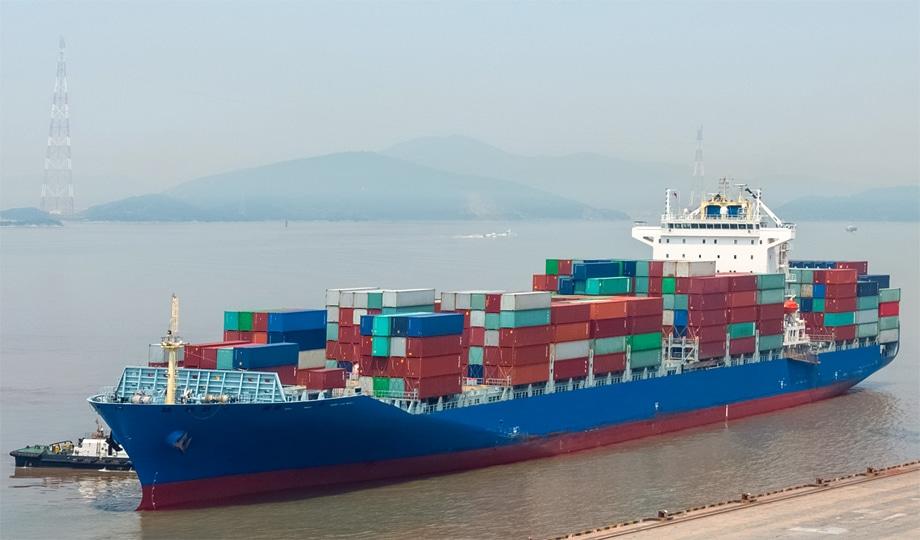 Transporte marítimo de mercancías por vía marítima en contenedores