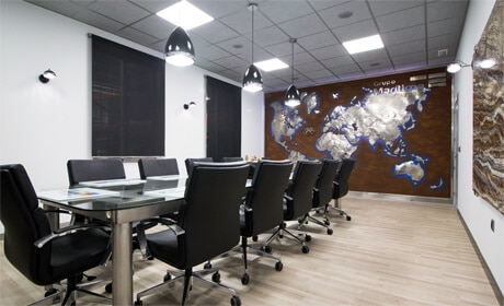 Oficinas y sala de reuniones en las instalaciones centrales de Grupo Marítima Sureste