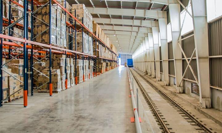 Almacén logístico en Murcia con entrada para transporte ferroviario de mercancías