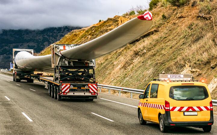 Transporte especial de aspas de aerogenerador por carretera