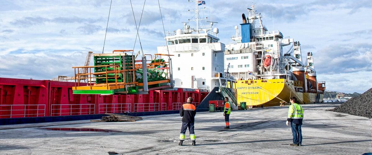 Transporte de mercancías de carga especia en barco Project Cargo Marítimo